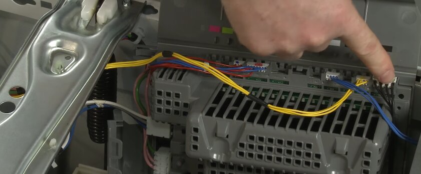 стиральная машина включается но не запускает стирку